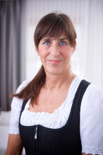 Housekeeping: Claudia Hoormann